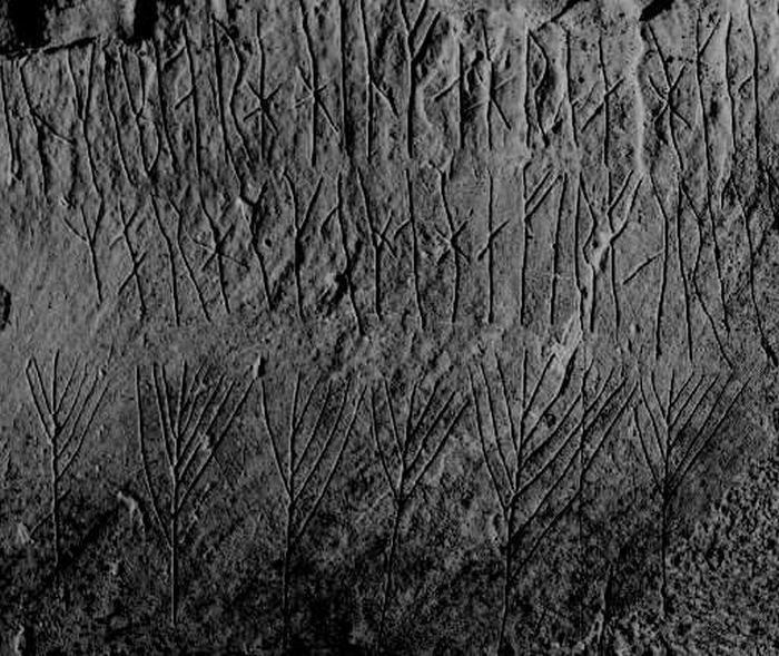 Руны XII века, вырезанные внутри пирамиды из камней